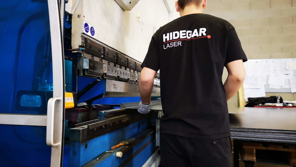 Plegadora piezas metálicas - Hidegar Laser